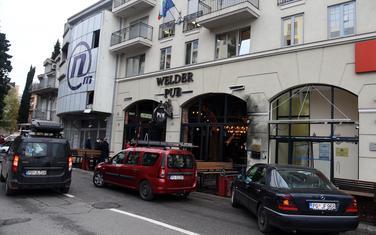 "Ispred ""Welder pub-a"""