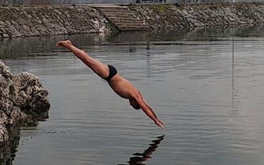 Kupanje u decembru: Nikolić na Krupcu