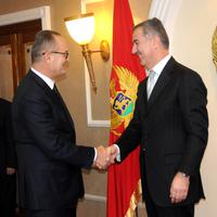 """Voditelj emisije """"Živa istina"""" Darko Šuković i predsjednik Milo Đukanović"""