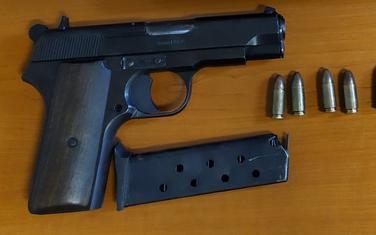 Pronađeni i oduzeti pištolj