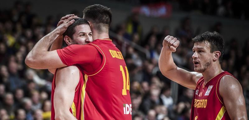 Ivanović i Dubljević u zagrljaju nakon plasmana na Mundobasket