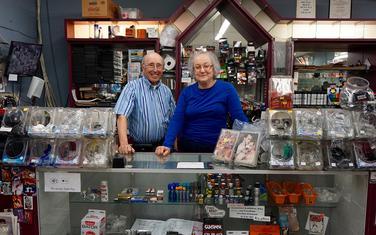 Beri i Karen u prodavnici
