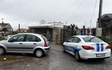 Policija juče obezbjeđuje mjesto na kojem je ranjen Pejović