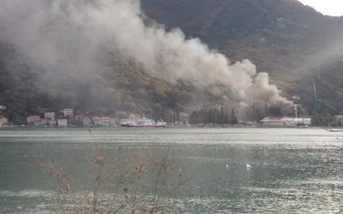 Gust crni dim se vio iznad Lepetana i Kamenara