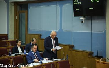 Ministar garantuje redovnost isplate plata i penzija