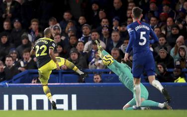 Nejtan Redmond daje drugi gol za Sautempton na gostovanju Čelsiju