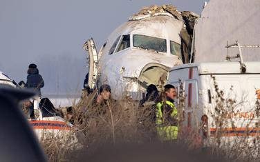 Policija i spasioci na mjestu pada aviona