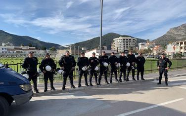 Policija na kružnom toku u Budvi