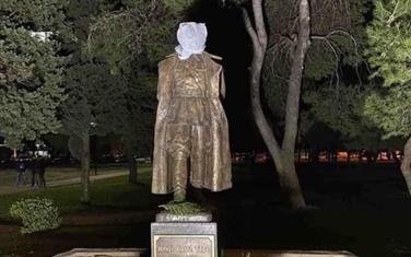 Titov spomenik na meti vandala