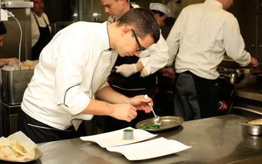 Komnen Bakić u akciji u kuhinji