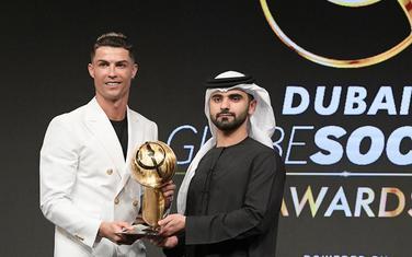 Ronaldo dobija nagradu u Dubajiu