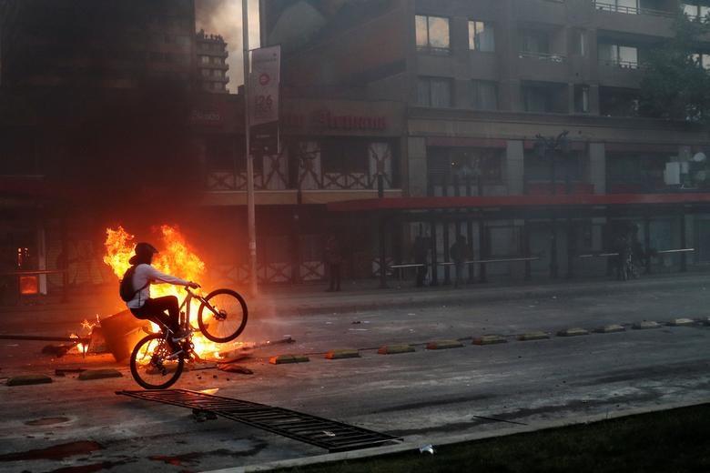 Nezadovoljstvo zbog poskupljenja usluga metroa rezultiralo je izmjenom ustava u Čileu