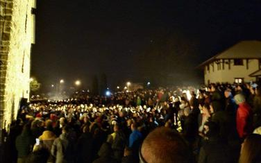 Večeras ispred manastira Đurđevi stupovi