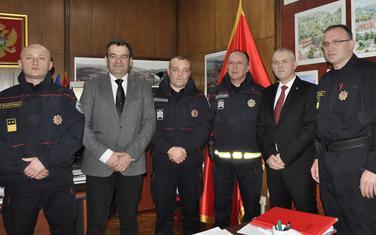Nagrađeni policajci i njihove starješine sa predsjednikom Opštine Pljevlja