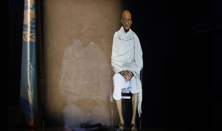Hologram na UNESCO-voj konferenciji: Mahatma Gandi