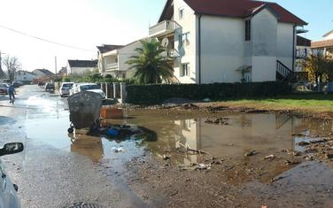 Kada padne kiša voda oko kontejnera: Ulica Nikole Đurkovića