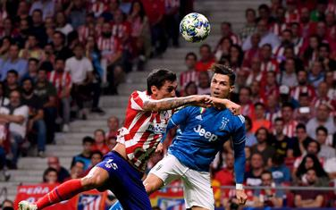 Stefan Savić u duelu sa Ronaldom