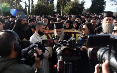Amfilohije ispred Skupštine Crne Gore