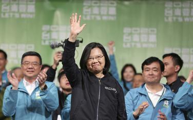 Caj Ing-ven sa pristalicama slavi pobjedu na izborima