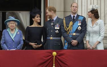 Kraljica Elizabeta II, Megan Markl, princ Hari, princ Vilijam i Vilijamova supruga princeza Kejt