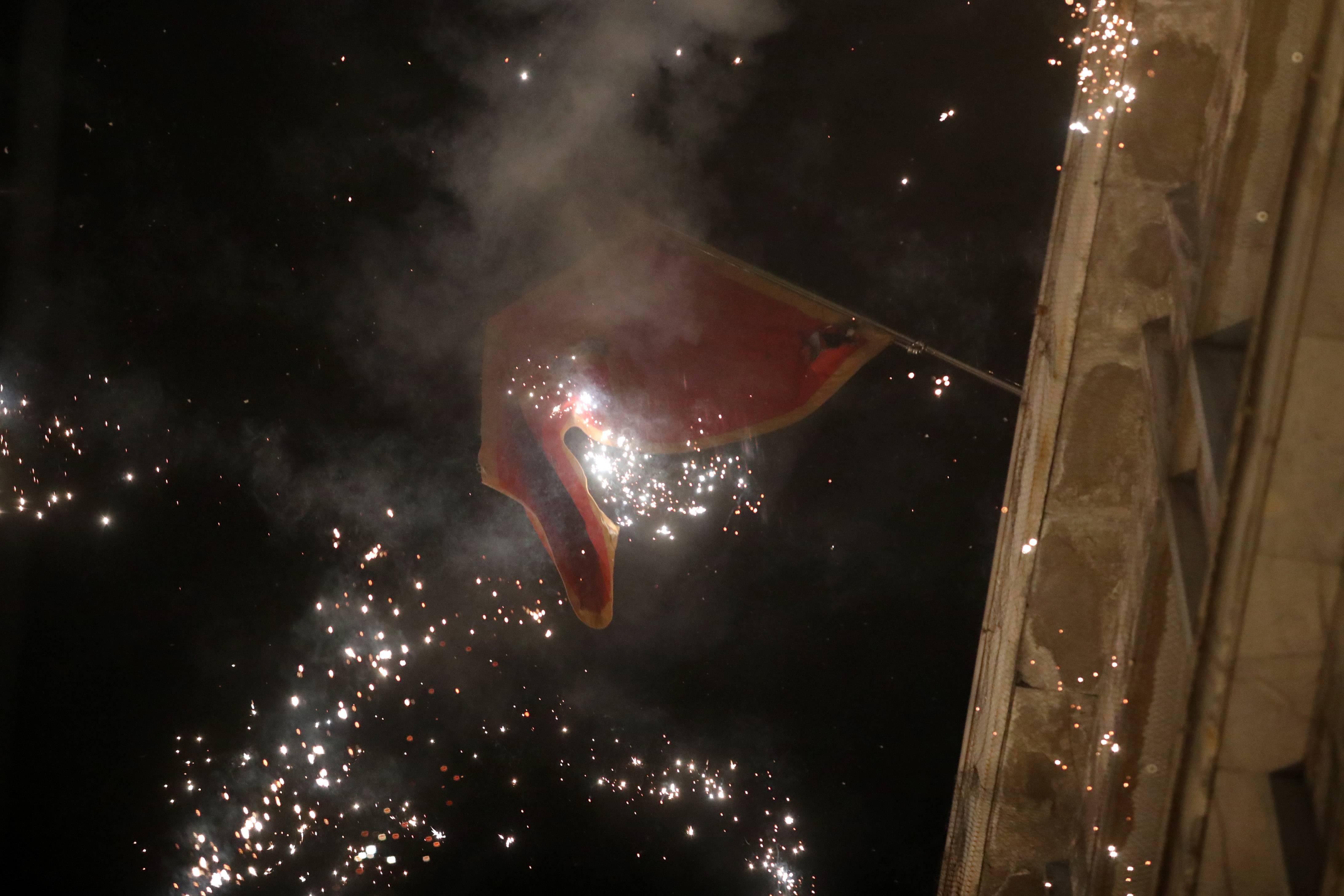Pokušaj paljenja zastave Crna Gore na ambasadi u Beogradu