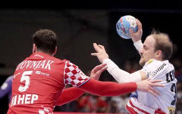 Domagoj Duvnjak u duelu sa Austrijancem Zajnerom
