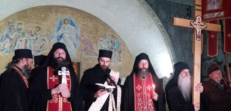 Arhimandrit Ilarion govori ispred Hrama Hristovog Vaskrsenja