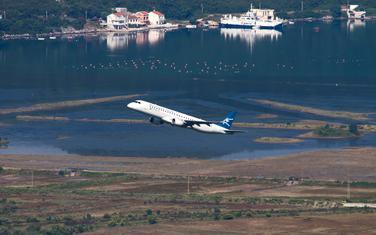 Avion MA prilikom polijetanja iz Tivta