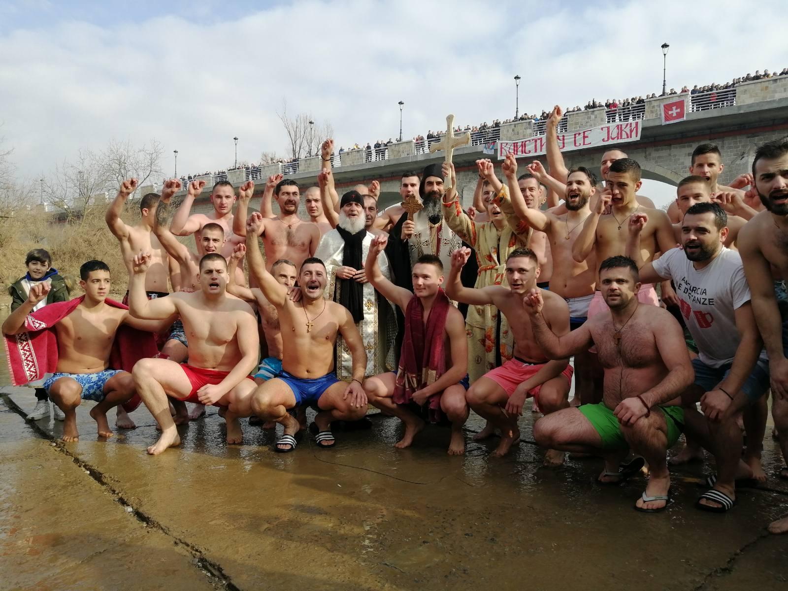 Sa plivanja za bogojavljenskim krstom na rijeci Zeti