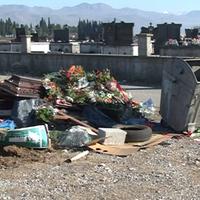 Nelegalno odlaganje otpada uz mjesno groblje u Golubovcima