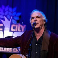 Olni je objavio više od 20 albuma u karijeri