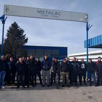 Radnici se okupili ispred kapije preduzeća