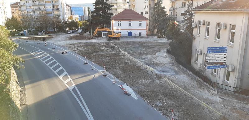 Gradilište kružnog toka kod stare zgrade Opštine