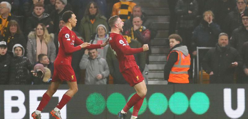 Džordan Henderson slavi gol protiv Volvsa