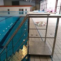 Mobilne stepenice za OSI na bazenu