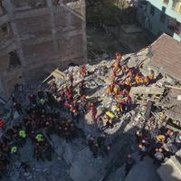 Spasioci nastavljaju pretraživanje ruševina u potrazi za preživjelim u centru Elaziga