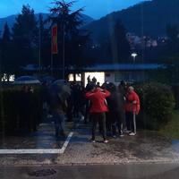 Građani okupljeni ispred Odjeljenja bezvjednosti