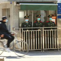 Policajci u Šenženu, blizu granice sa Hongkongom