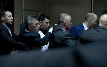 Poslanici DF-a privedeni nakon incidenta u Skupštini