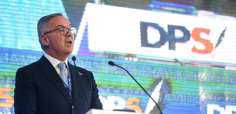 U nezavidnoj političkoj situaciji, neće lako odustati: Đukanović