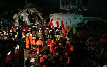 Trup aviona se raspao na tri dijela