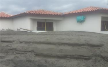 Pijesak zatrpava objekte na Adi