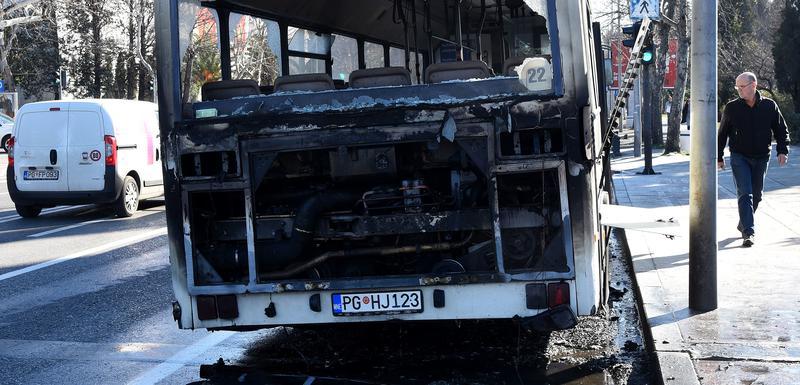 Zapaljeni autobus u centru Podgorice