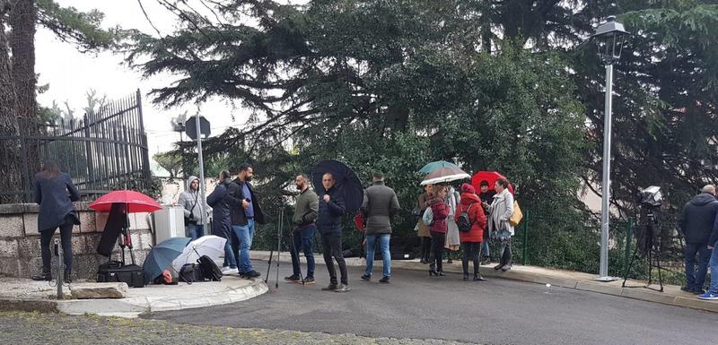 Reporteri pet sati sjedjeli iza kapije Vile Gorica