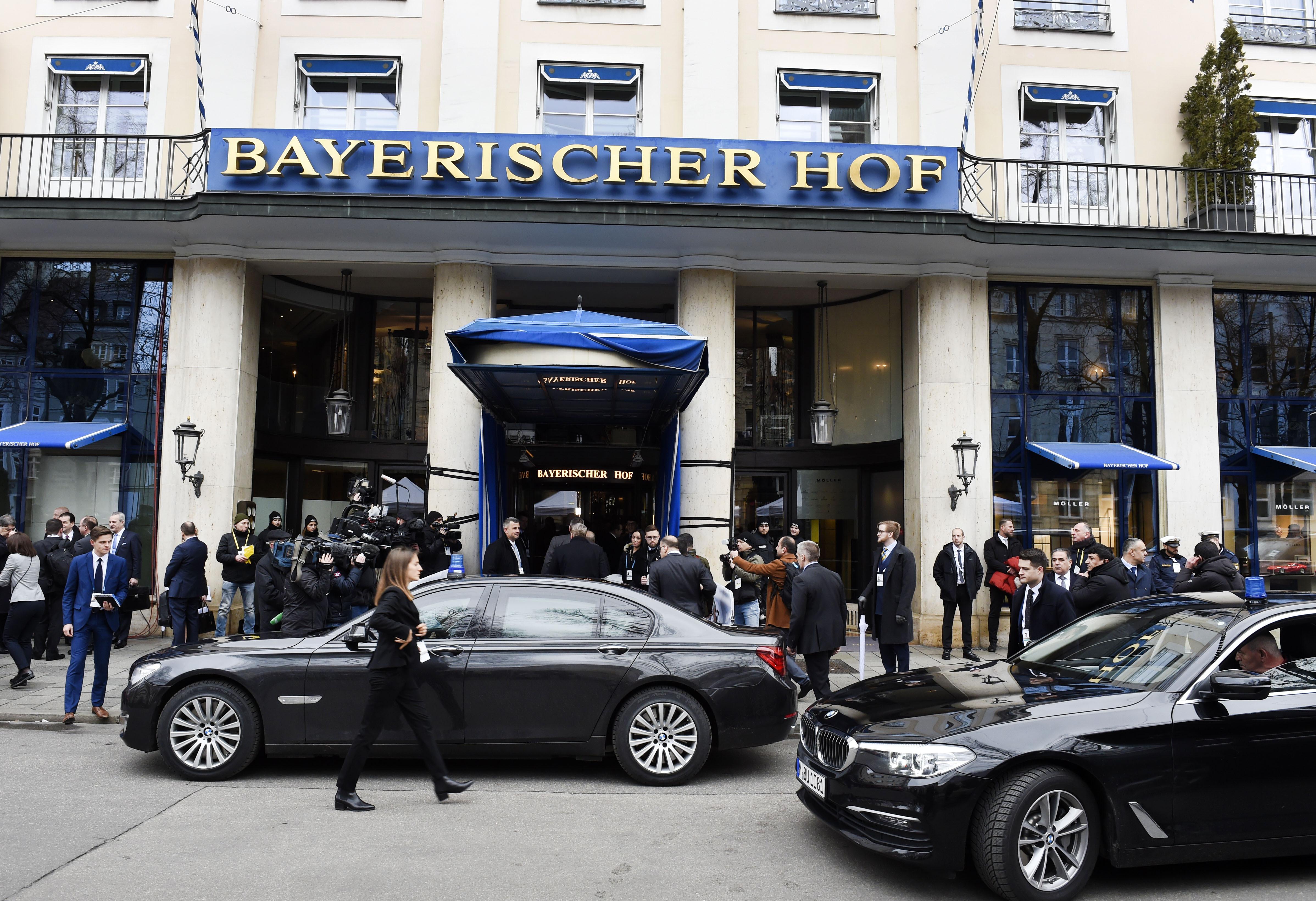 """Lideri iz više od 40 država okupljaju se u hotelu """"Bajerišer hof"""""""