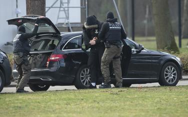 Privođenje jednog od uhapšenih