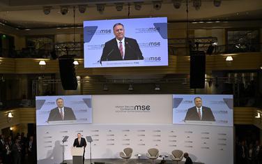 Članovi američke delegacije bili su zatečeni tonom evropskih zvaničnika: Američki državni sekratar Majk Pompeo za govornicom