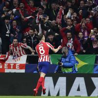Saul slavi gol protiv Liverpula