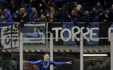 Josip Iličić slavi gol protiv Valensije