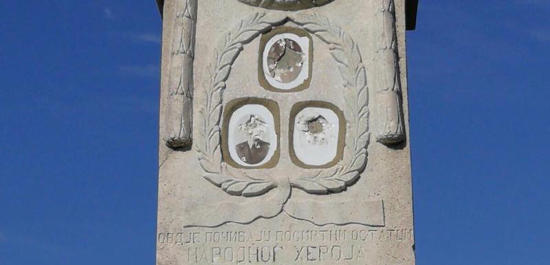 Spomenik oskrnavljen prije dvije noći, ili prije 30 godina: Spomenik Vaka Đurovića